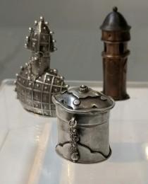 Tiny pots